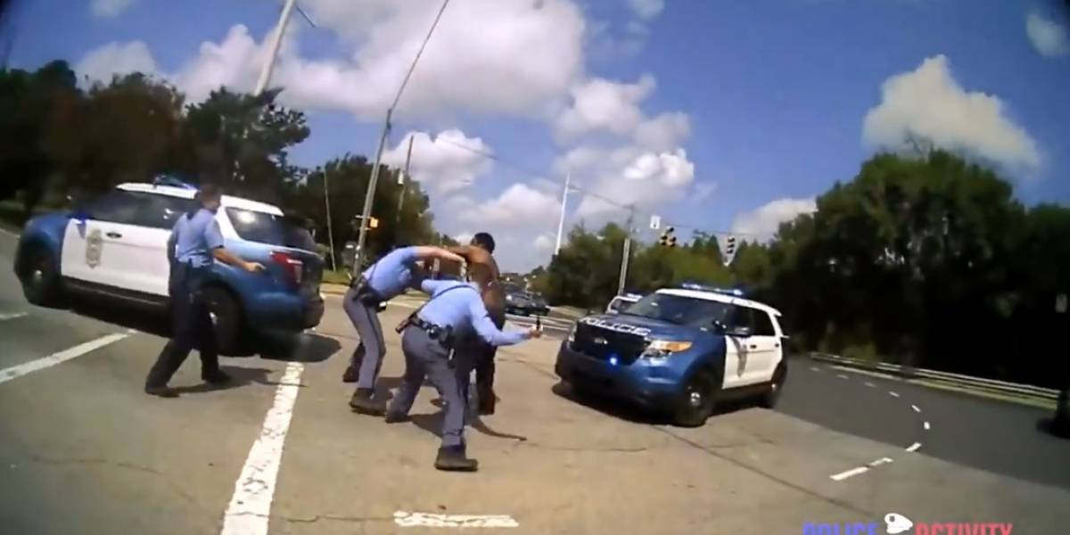 Hombre se enfrenta a cuatro policías en las calles de Carolina del Norte