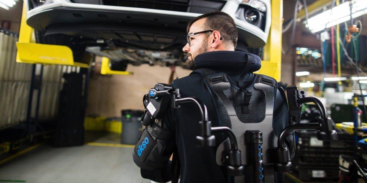 Ford lanza tecnología de exoesqueleto para reducir lesiones en sus empleados
