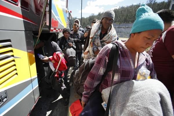 """Crean """"corredor ciudadano"""" para trasladar en autobús a venezolanos hasta Perú"""