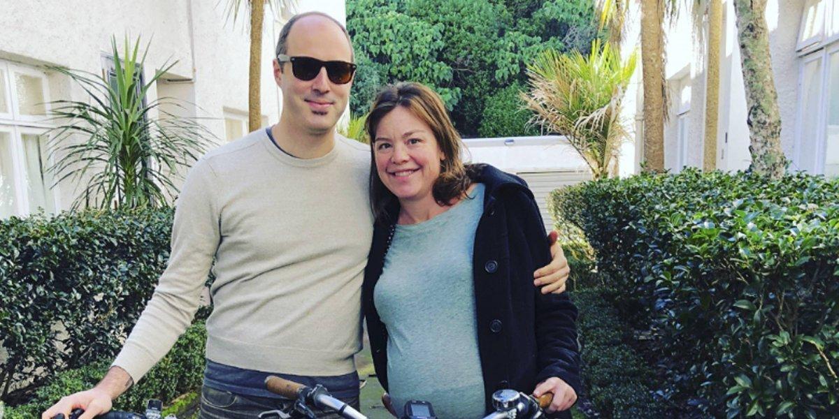 Ministra ecologista de Nueva Zelanda va al hospital en bicicleta para tener a su bebé