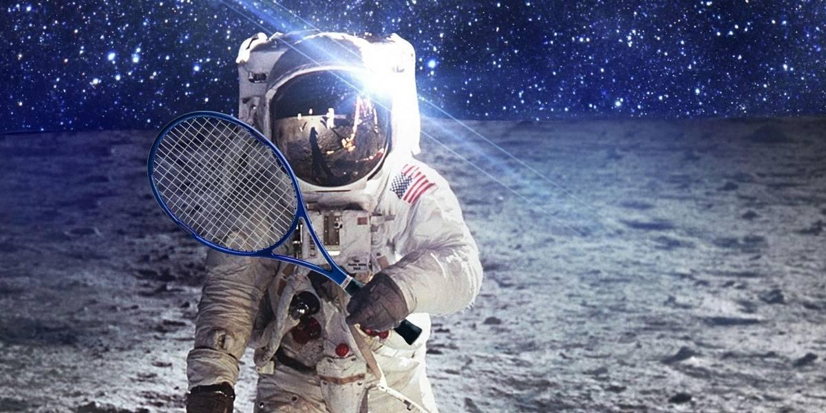 Niño Astronauta En El Espacio: Astronautas Juegan Una Partida De Tenis En El Espacio