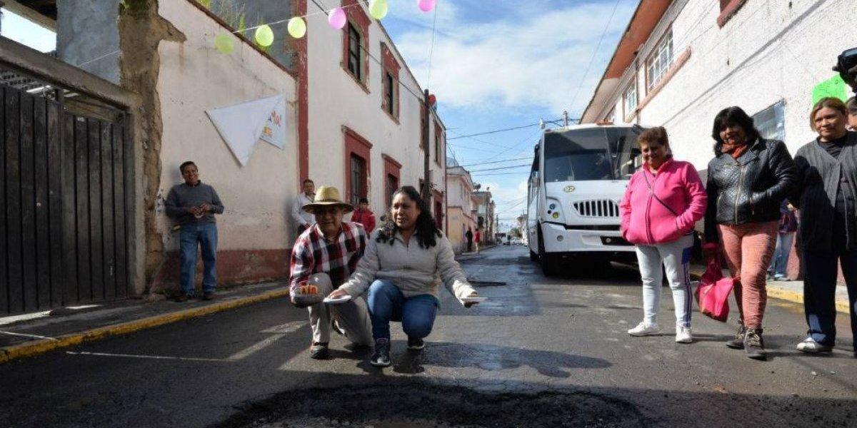FOTOS: Con Mañanitas y pastel festejan cumpleaños de baches en Edomex