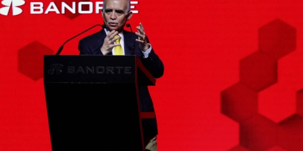 Pide Alfonso Romo a empresarios apoyar proyectos de AMLO