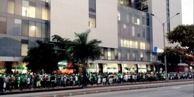 Liga de Quito vs Deportivo Cali: Masiva afluencia de hinchas colombianos en el Hotel Hilton Colón
