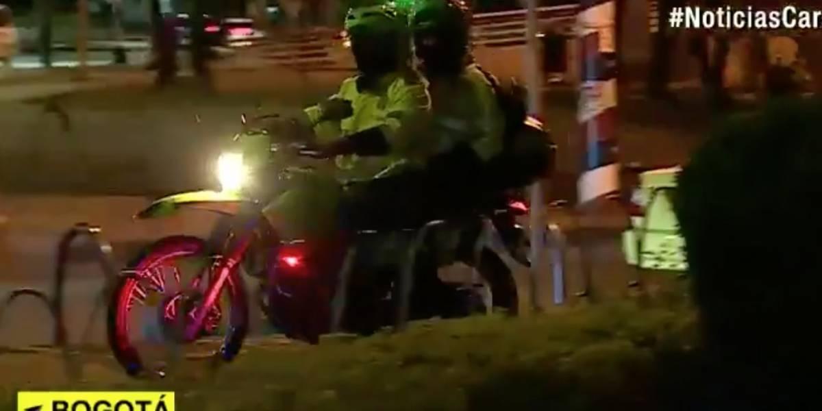 ¡El colmo! Roban armas de dotación a dos policías en Bogotá