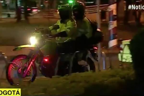 Roban armas de dotación a dos policías en Bogotá