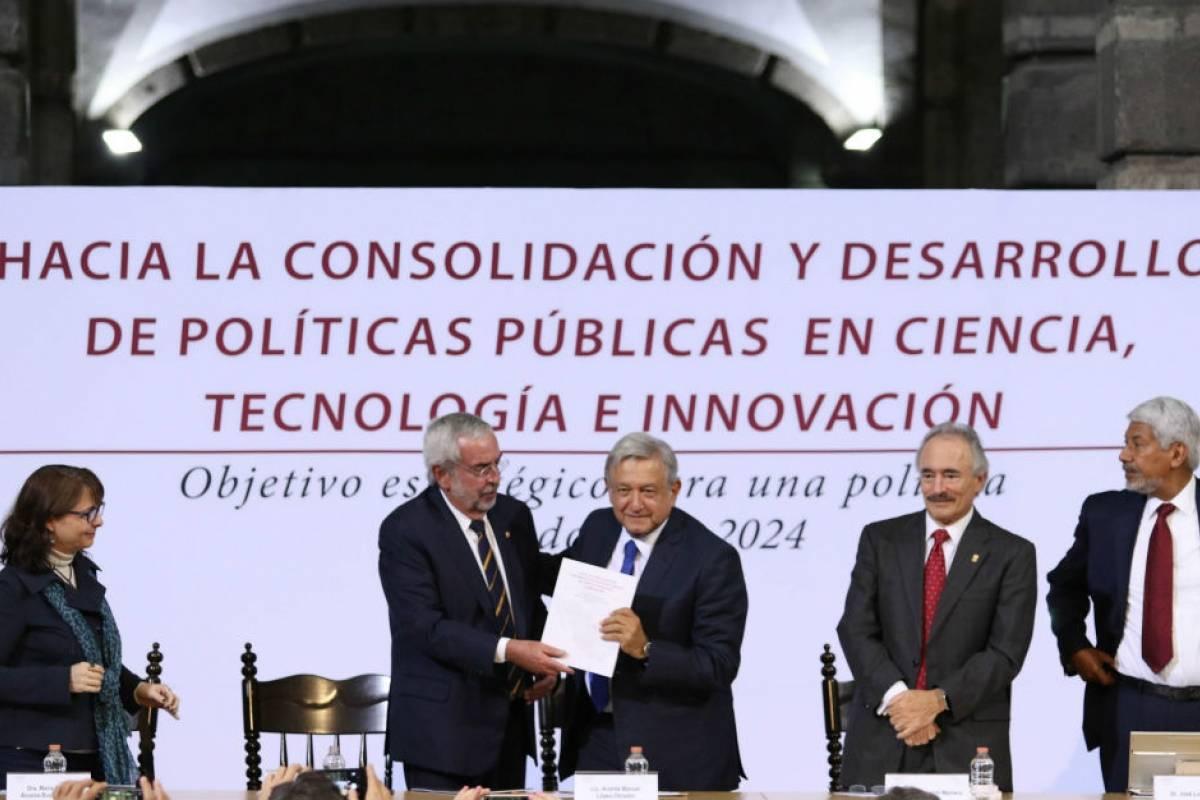 Se compromete AMLO a no reducir presupuesto a ciencia y tecnología