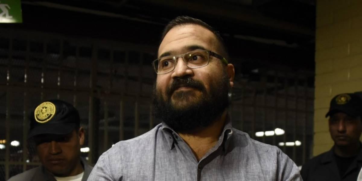 Condenan a 9 años de cárcel a exgobernador mexicano acusado de corrupción