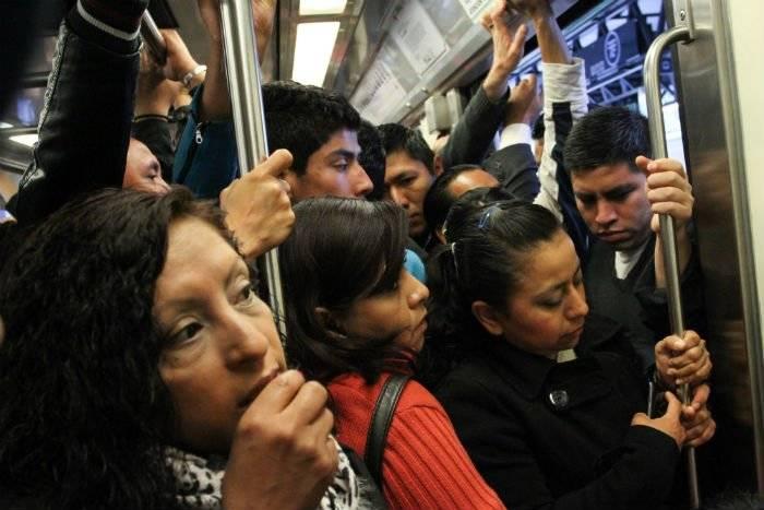 La violencia contra las mujeres se agudiza en los microbuses. Cortesía.