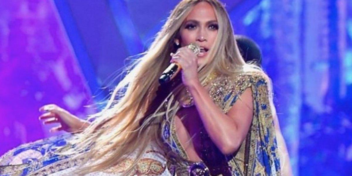 Jennifer Lopez y Bad Bunny se seducen en