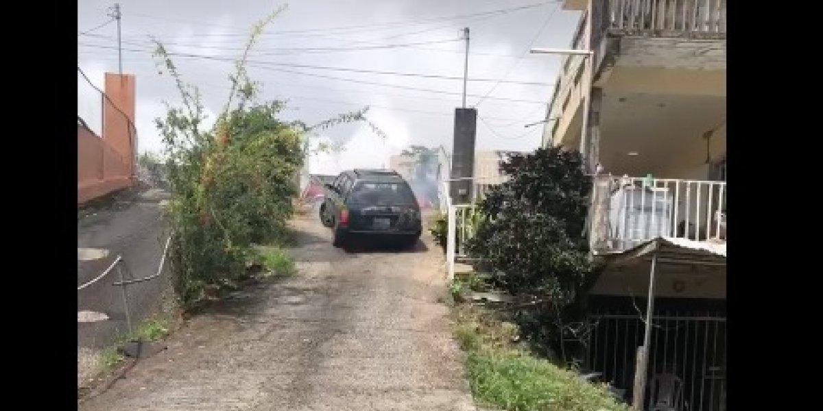 Joven se va jalda abajo con su carro y se vuelve viral en las redes