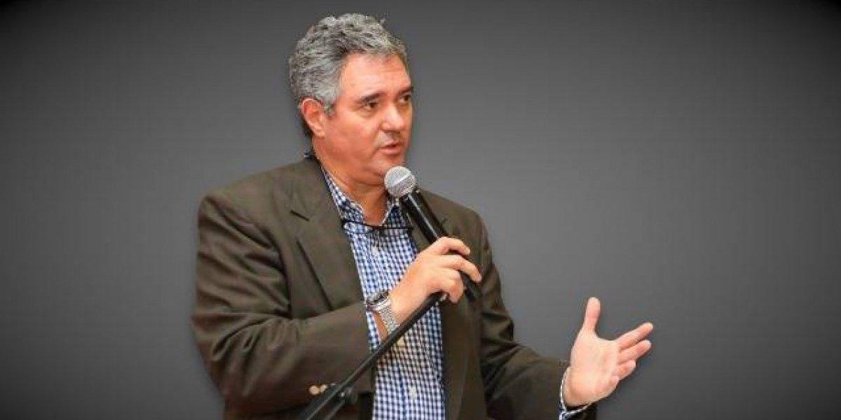 Rector Ciencias Médicas defiende contratos