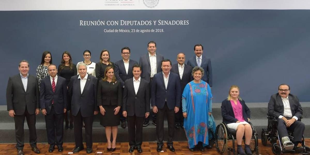 Peña Nieto se reúne con diputados y senadores del PRI