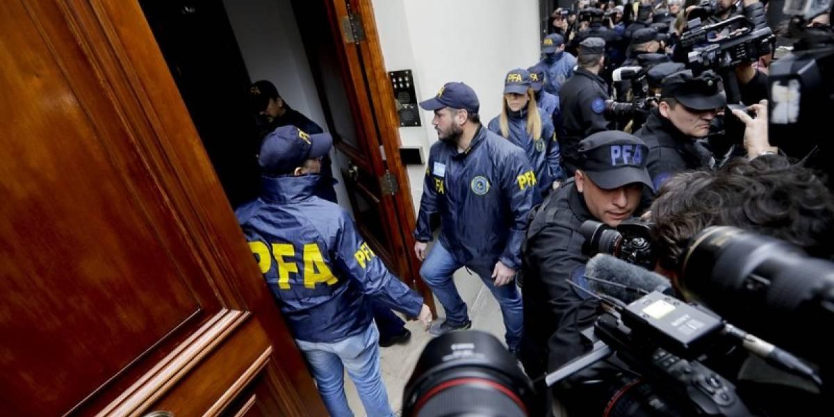 El gran despliegue policial por el allanamiento de las casas de Cristina Kirchner en Argentina
