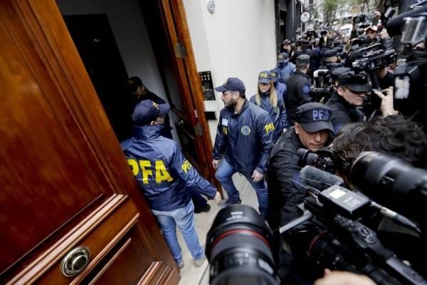 Las propiedades de la expresidenta de Argentina, Cristina Fernández de Kirchner, son el nuevo escenario de la última saga de supuesta corrupción que sacudió al país.