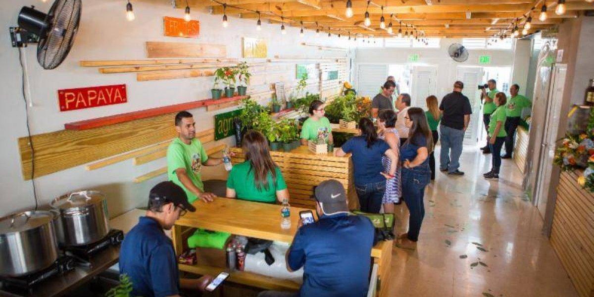 Naranjito inaugura su plaza de mercado