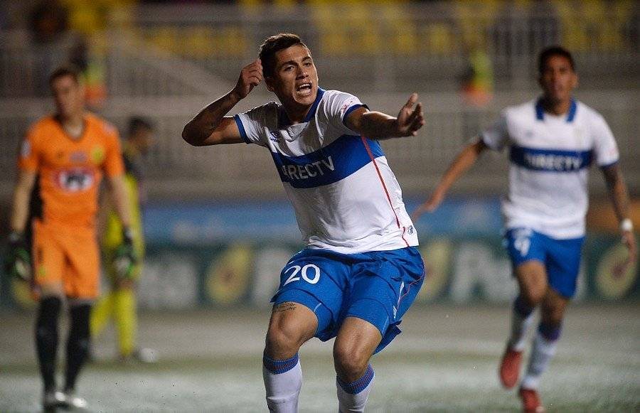 Carlos Lobos anotó dos goles clave en la UC en el primer semestre: el 2-1 sobre Palestino y el 1-1 ante San Luis / Foto: Agencia UNO