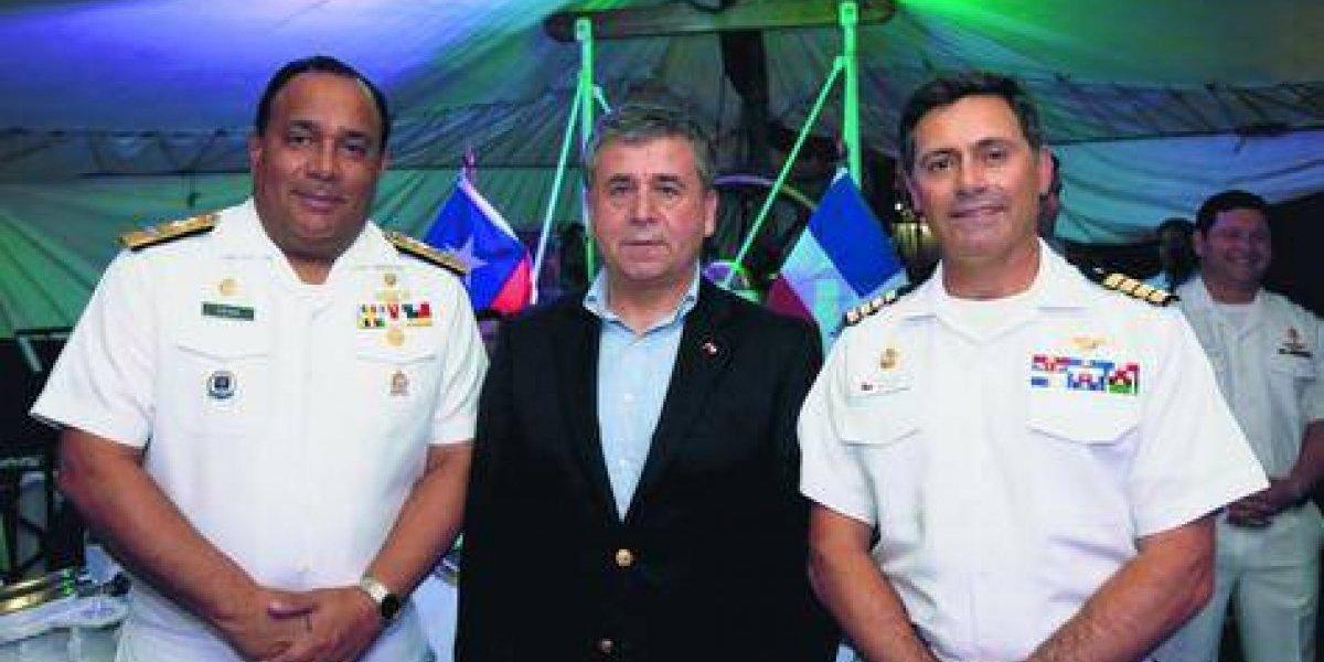"""#TeVimosEn: Realizan recepción por visita del Buque Escuela """"Esmeralda"""" de la Armada de Chile"""