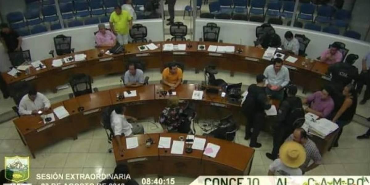 ¡Muy grave! El video en el que el CTI interrumpe y captura a 8 concejales en plena sesión