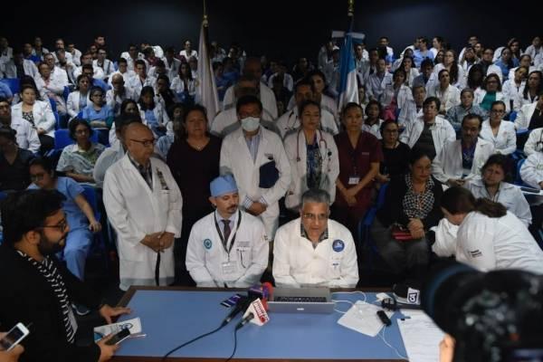 conferencia de médicos por peticiones de mejoras salariales