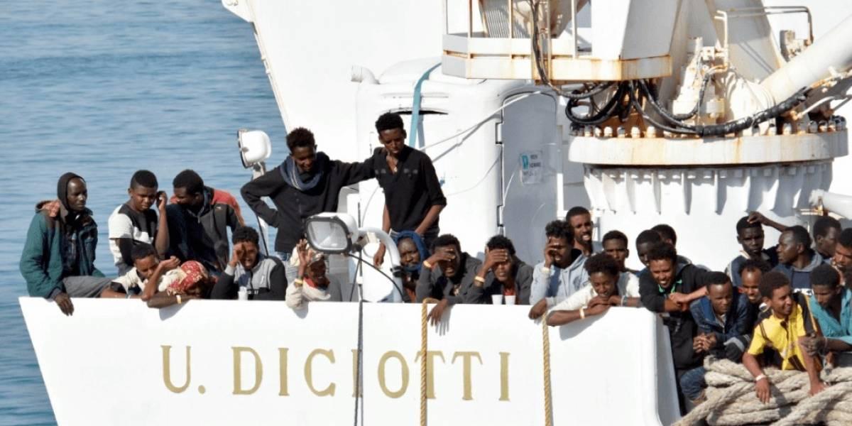 Barco Diciotti sigue varado con 150  migrantes en costas de Sicilia