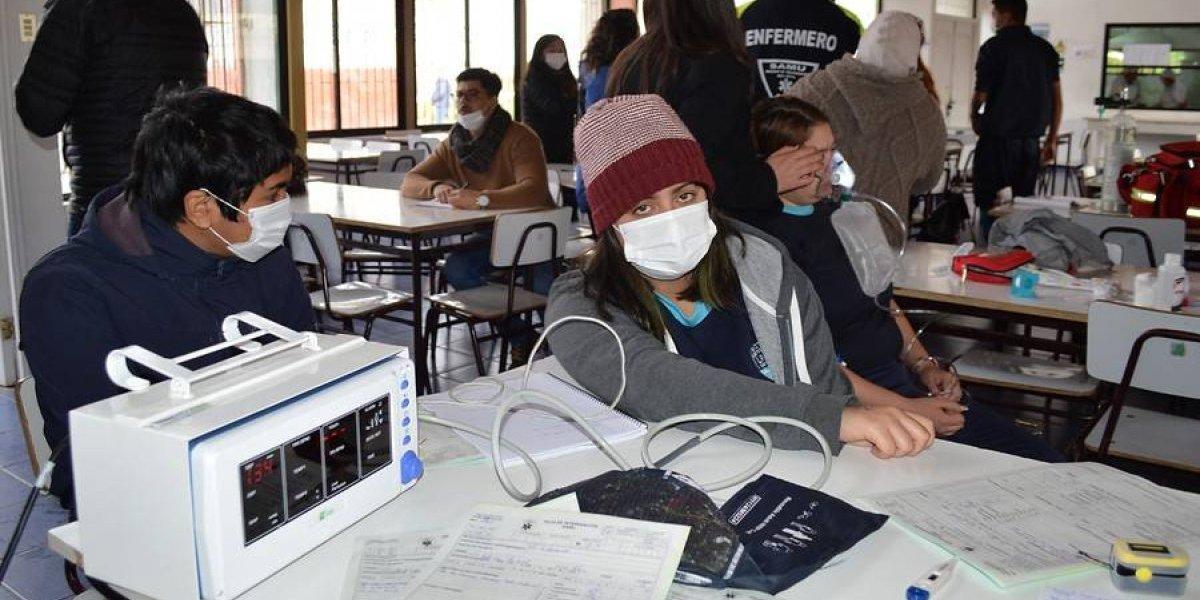 Instalan hospital de campaña tras aumento de intoxicados por nube tóxica en Quintero