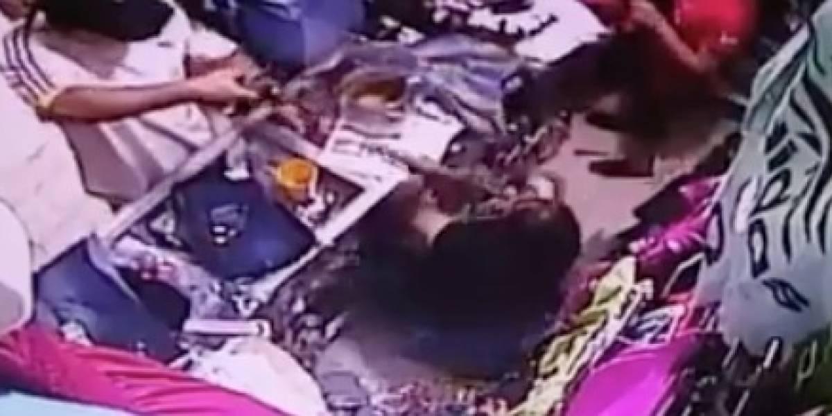 Guayaquil: Mujer se defiende de delincuentes armados con escoba en mano