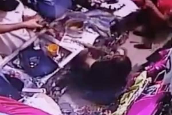 Mujer se defiende con escoba de delincuentes