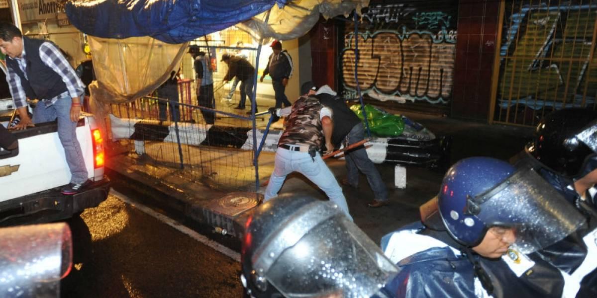 Granaderos quitan puestos fijos en Calzada de Tlalpan