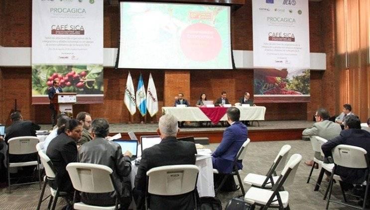 Caficultores y funcionarios de Centroamérica se reúnen en Guatemala