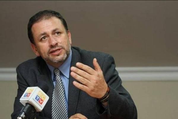Tarsicio Granizo renuncia ministerio del Ambiente