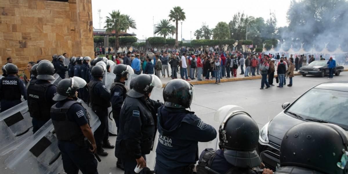 Coheteros y policías se enfrentan en Tultepec tras operativo