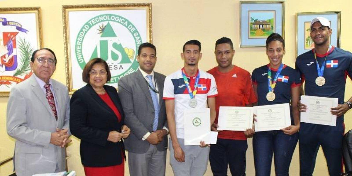 UTESA reconoce a medallistas Centroamericanos
