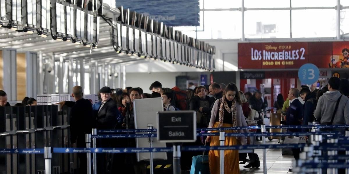 Buena noticia para los que viven en las nubes: Gobierno plantea rebajar tasas de embarque aéreo a la mitad en 8 años