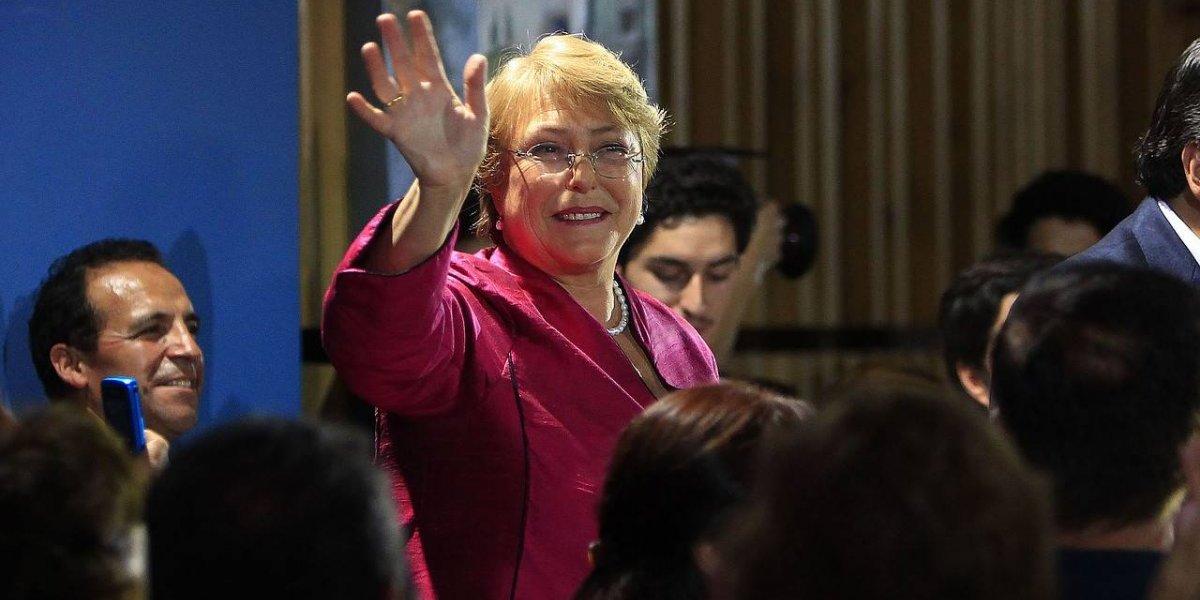 """Michelle Bachelet se despide de Chile: dice que trabajará por """"los niñes"""" y afirma que """"seguiré en contacto con mi país"""""""