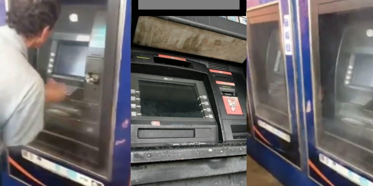 Video: En vez de billetes le salió humo por el cajero automático