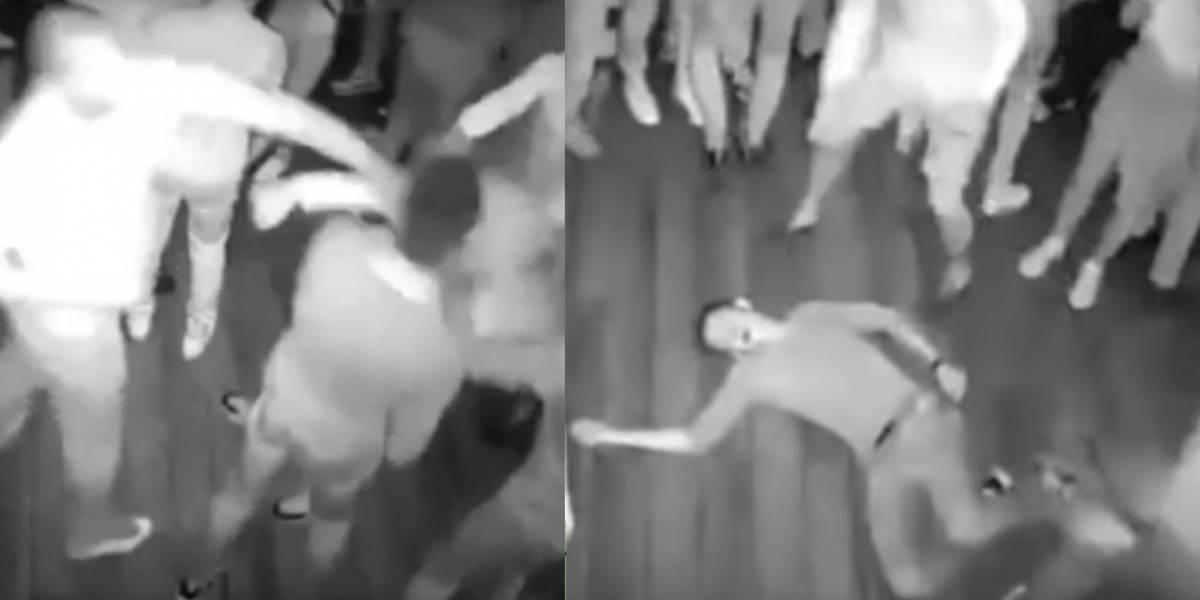 Video: hombre noquea a varias personas en una discoteca
