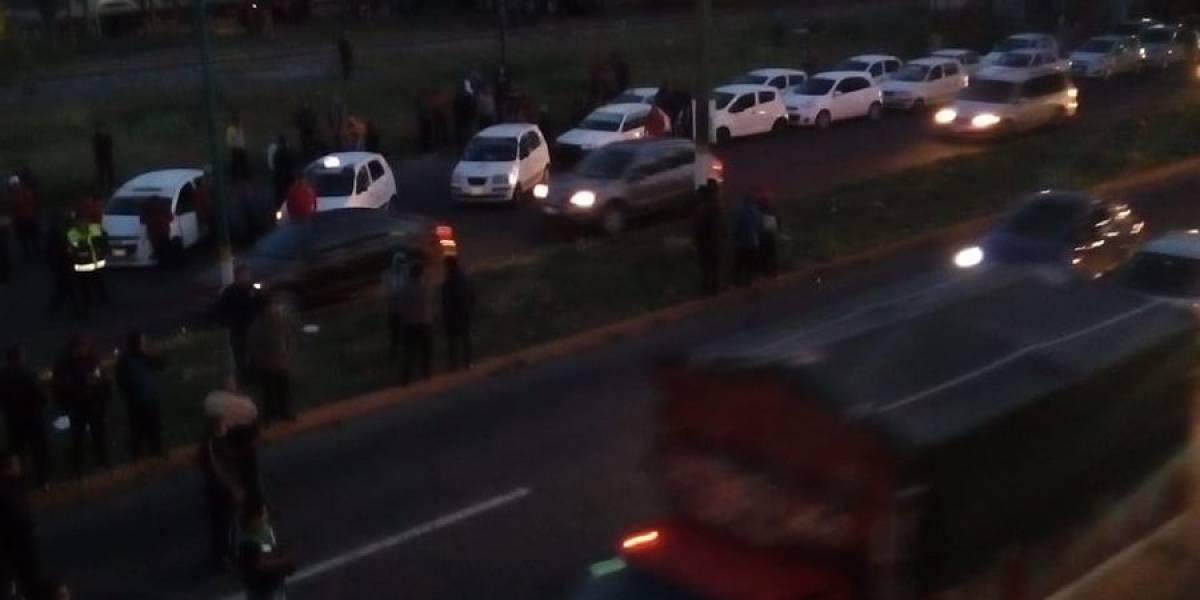 Taxistas bloquean Avenida Central y vías principales en el Edomex