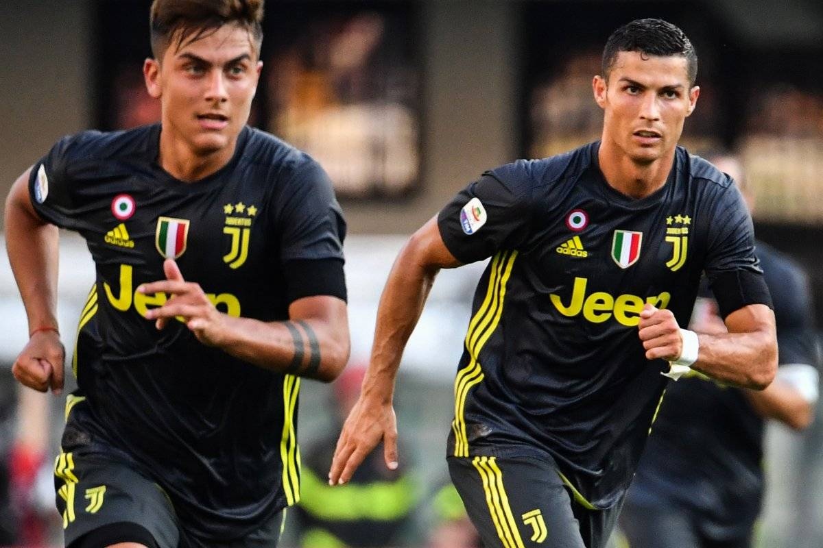 Paulo Dybala será el acompañante de Ronaldo en el ataque.