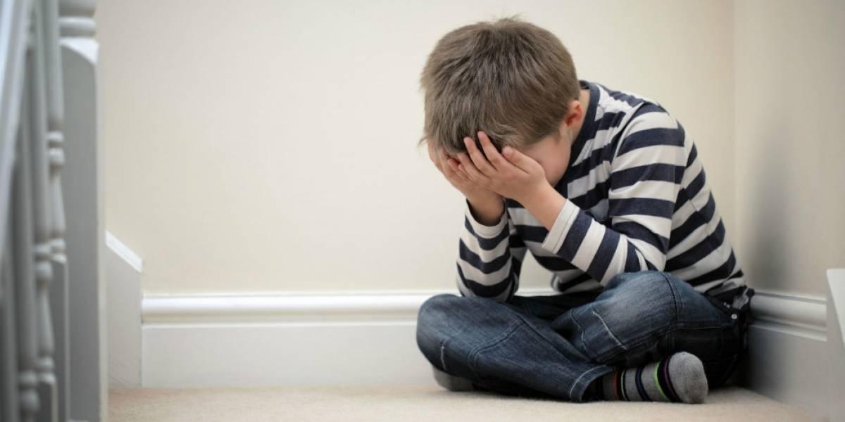 Castigo inhumano: acusan a pareja de abandonar a niño de 5 años en un bosque por orinarse