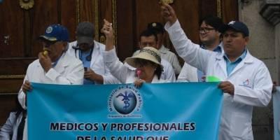 manifestación de médicos frente al Congreso