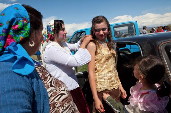 La nefasta tradición en Bulgaria que obliga a vírgenes a casarse por dinero