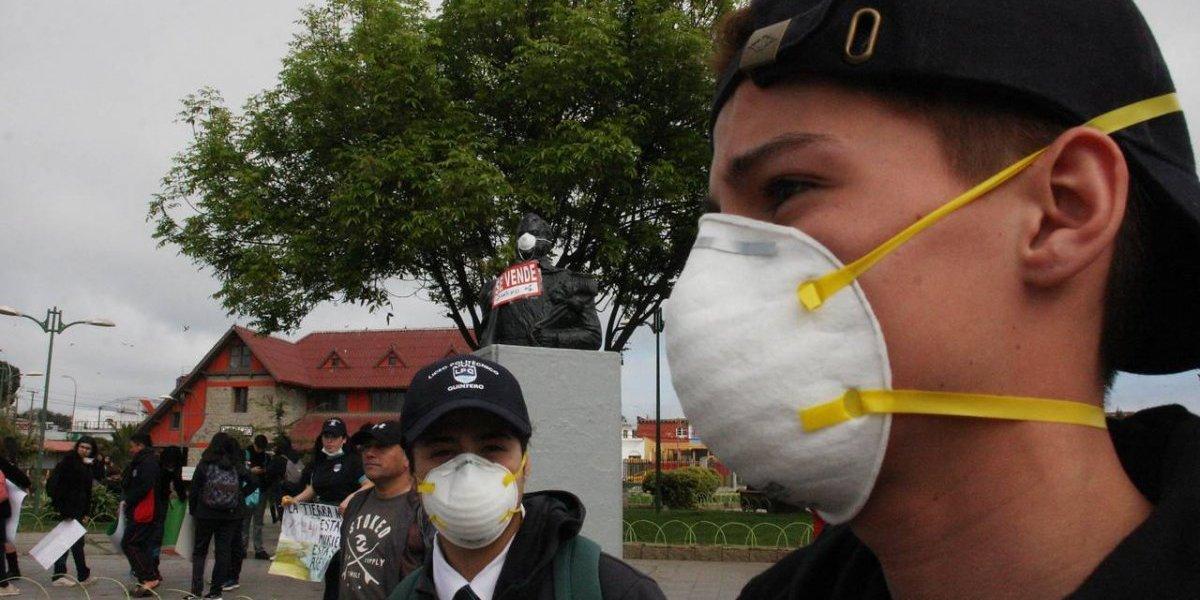 """Ministra de Medio Ambiente califica de """"inaceptable"""" la nube tóxica en Quintero y pide paralizar la fuente contaminante"""