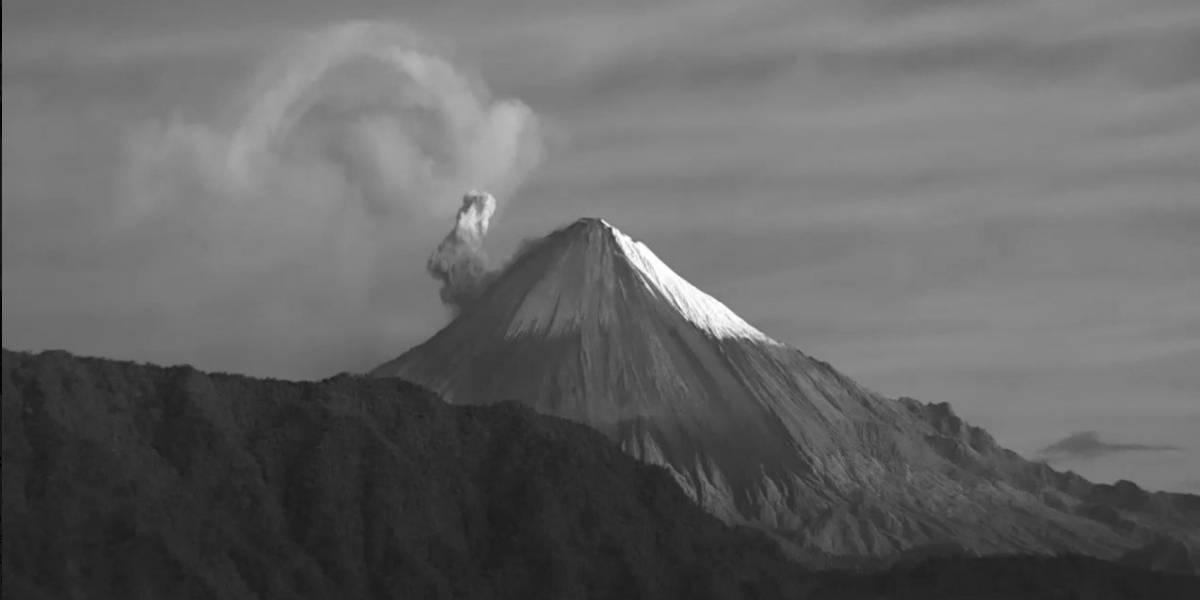 Volcán Sangay: Caídas de ceniza en los sectores de Chimborazo