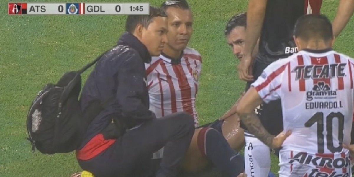 VIDEO: Mario de Luna le quita un cambio a Chivas