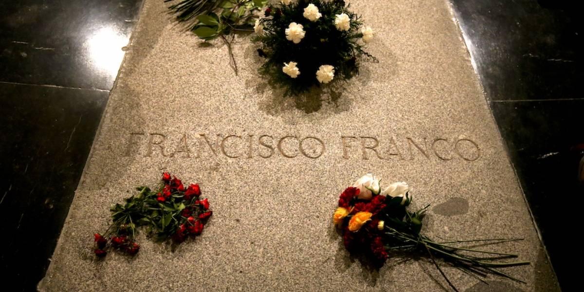 España aprueba exhumar restos de Francisco Franco