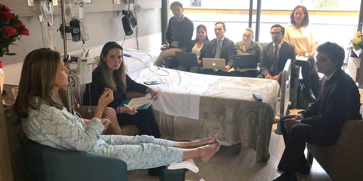 Vicepresidenta Marta Lucía Ramírez reanuda su trabajo desde el hospital tras fracturarse
