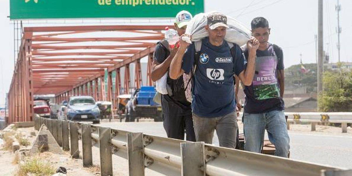 Miles de venezolanos entran a Perú antes de que se les exijan pasaporte