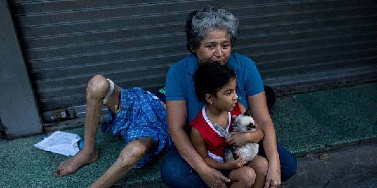 """Colegios venezolanos reportan """"niños dejados atrás"""" por padres que emigran"""