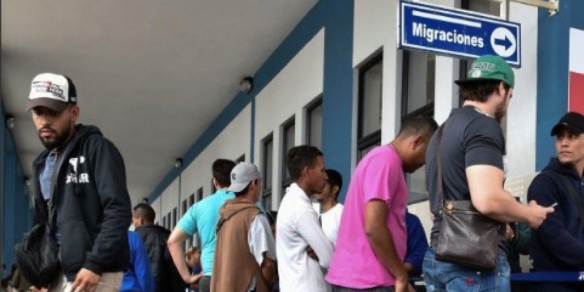 Incertidumbre crece en venezolanos varados en la frontera norte de Ecuador